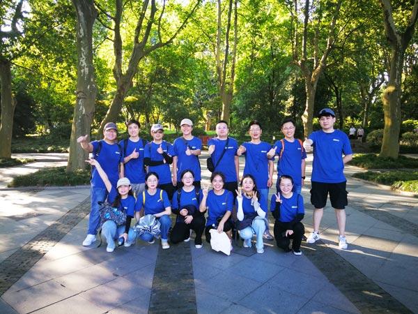 Unter 40 Grad, 12 km laufen, siehe IECHO starkes Übersee-Team !!!